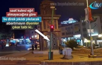 Tosya Cumhuriyet Meydanı Trafik Sinyalizasyon Direği Yıkılıyor