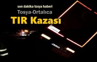 Tosya D-100'de TIR Kazası