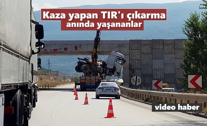 Tosya'da Kaza yapan TIR'ın kurtarma anı yürekleri ağza getirdi