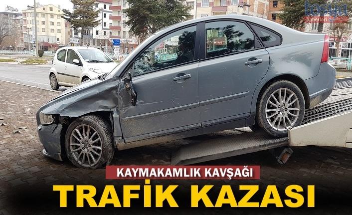 Tosya'da Kaymakamlık Kavşağında Trafik Kazası