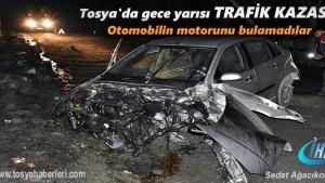 Tosya'da içinde üç kişinin bulunduğu Otomobil Elektrik direğine çarptı
