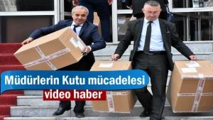 Tosya'da Okul Müdürleri Elbise Kutularını Teslim Aldı