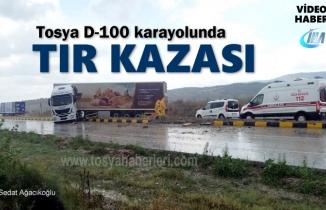 Tosya D-100 Karayolunda TIR Kazası; 1 Yaralı