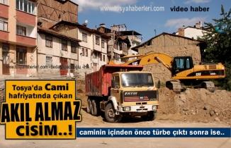 Tosya'da Tarihi Cami Hafriyatında Üç İnsan Boyunda Küp Çıktı
