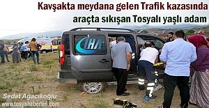 Kavşakta Trafik Kazasında araçta sıkışan Tosyalı kurtarıldı