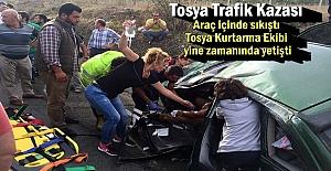 Tosya D-100 karayolunda Trafik Kazası; 5 kişi araç içinde sıkıştı