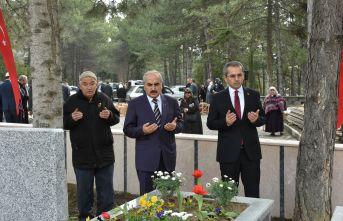 Tosya'da Şehitliklere Karanfil bırakılıp dualar edildi