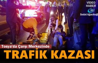 Tosya'da Çarşı Merkezinde Trafik Kazası 1 Yaralı