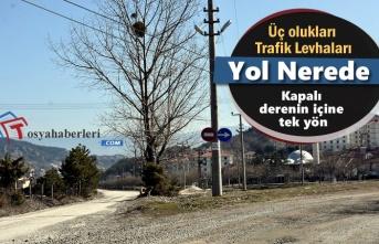 Tosya'da Kafa Karıştıran Trafik Levhası