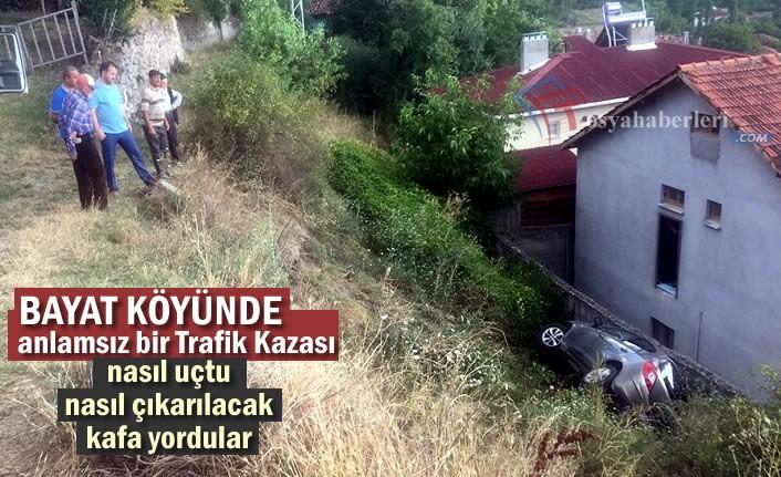 BAYAT KÖYÜNDE İLGİNÇ TRAFİK KAZASI