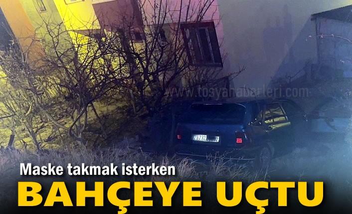 Tosya'da Otomobil Şoförü Maske Takmak İsterken Bahçeye Uçtu