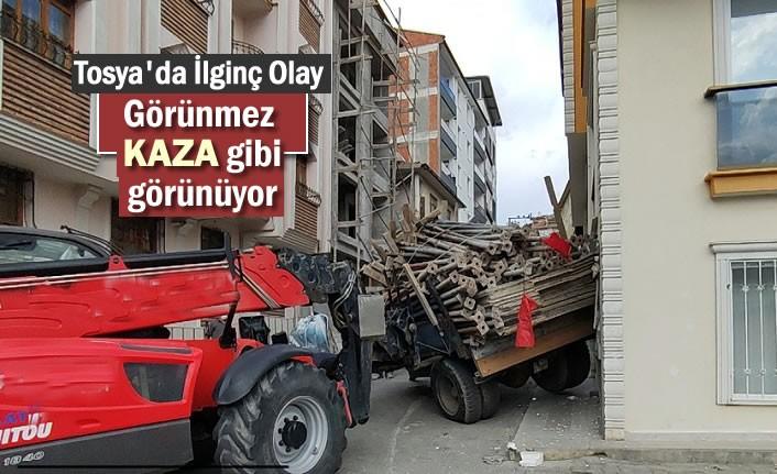 TOSYA'DA TRAFİK KAZASINDA BÜYÜK TEHLİKE ATLATILDI