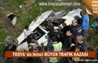 Tosya'da Minibüs menfeze uçtu 2 kişi yaralandı