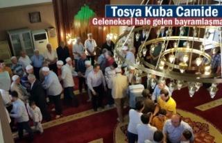 TOSYA KUBA CAMİİ'DE TOPLU BAYRAMLAŞMA GELENEK...