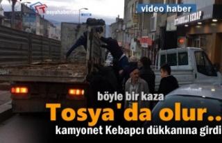 Tosya'da Kamyonet Kebapcı Dükkanına Girdi