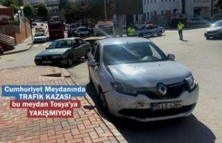 CUMHURİYET MEYDANINDA TRAFİK KAZASI