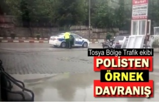 Tosya Bölge Trafik Polisten Örnek Davranış