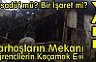Tosya Cumhuriyet Mahallesinde Bir Ev Yanarak Kül...