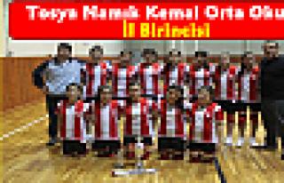 Tosya Namık Kemal Ortaokul Kız Voleybol Takımı...