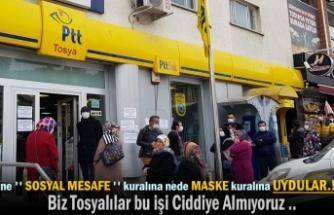 Tosya PTT Şubesi Öününde Vatandaşlar Sosyal Mesafe Kuralına Uymadı